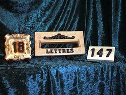 Boîte aux lettres et numéro maison